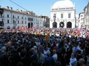 Brescia 28 maggio 2012 la piazza